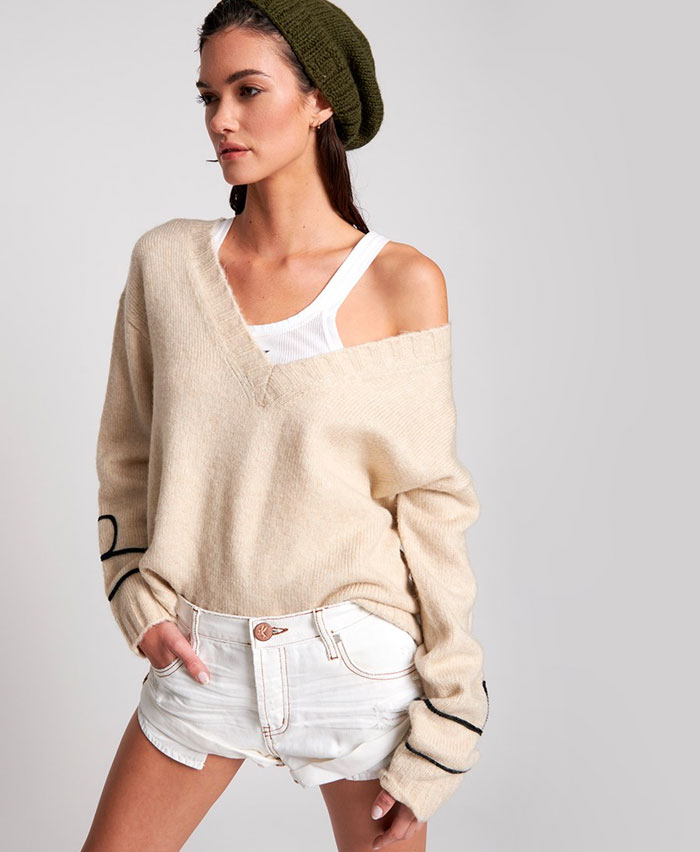 One Teaspoon - White Beauty Bandit Shorts and Cream Off Duty Sweater